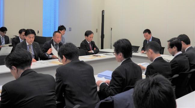 「毎月勤労統計」の不正調査問題を協議 【東京】「家計を守るため新しい解決策を示していく」玉木代表が水野…こくみんうさぎに公認証書授与、公認キャラクターへ【東京】「国民生活の安心・安定を取り戻すための戦いだ」新宿東口で…SOGIハラやアウティング対策の取り組みが一歩前進したことをレイ…「手話言語法案」「情報コミュニケーション法案」を衆院に提出障害者スポーツ「ボッチャ」体験会を実施大島敦副代表らが森林労連の2019中央行動で激励あいさつ【参院本会議】「領域警備法制化の自民公約から7年。法制化進んでい… 国民民主党