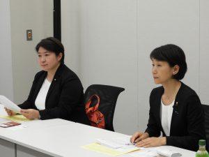 日高教と意見交換する小宮山泰子企業団体局長と西岡秀子衆院議員